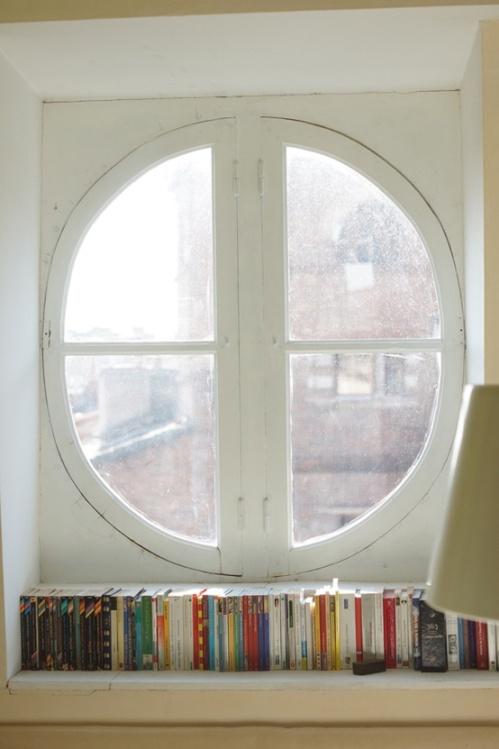 stilleben-indretning-bolig-boligstylist-bøger-books-vindueskarm