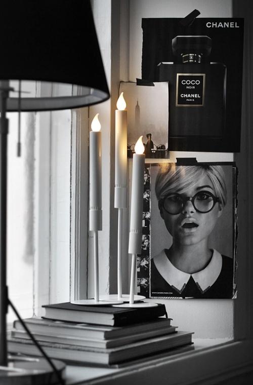 stilleben-indretning-bolig-boligstylist-sort-hvid-black-vindueskarm