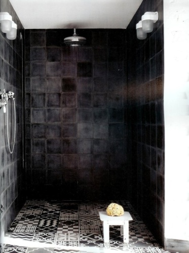 bathroom-made-a-mano-tiles-sort-flise-linker-badevaerelse-indretning